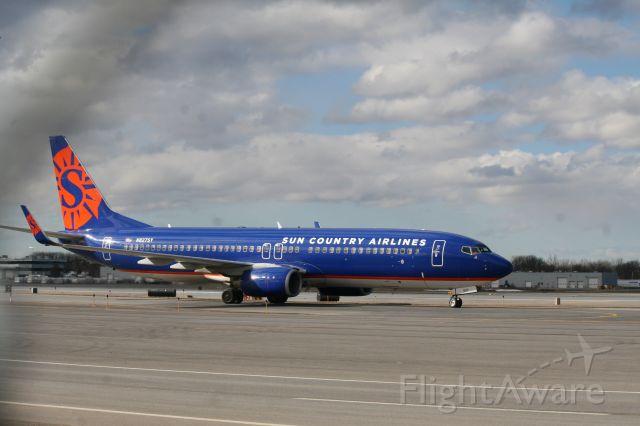 Boeing 737-800 (N827SY) - Picking up Colgate