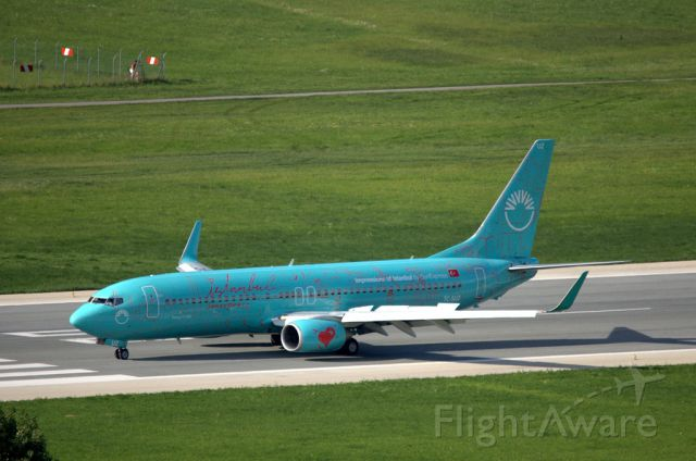 Boeing 737-800 (TC-SUZ) - A really great repaint for this airplane.