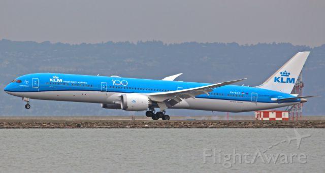 BOEING 787-10 Dreamliner (PH-BKD)