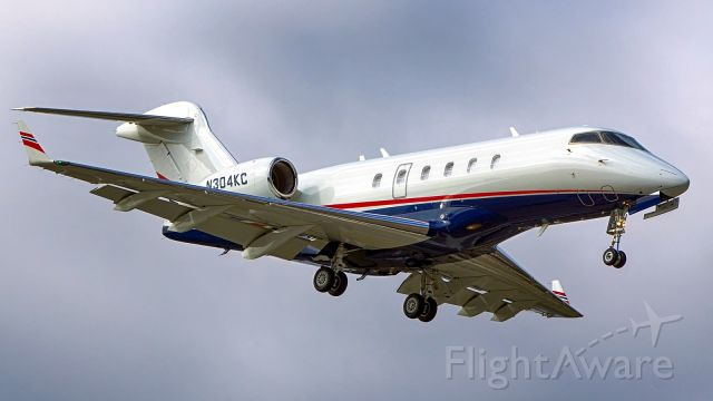 Bombardier Challenger 300 (N304KC) - 4 approach.