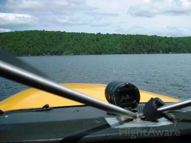 Cessna Skyhawk (C-FHHJ) - Touch and go sur lac