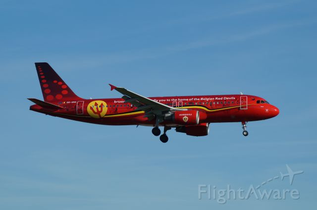 Airbus A320 (OO-SNA) - Special colors for the national football team