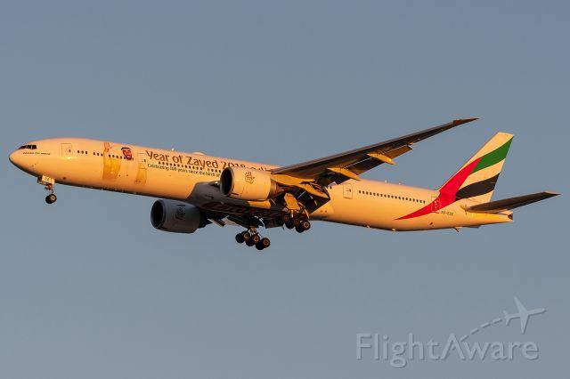 BOEING 777-300ER (A6-ECE)