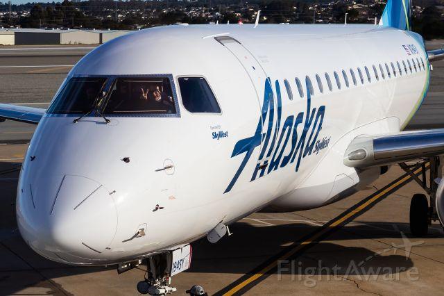 Embraer 175 (N194SY)