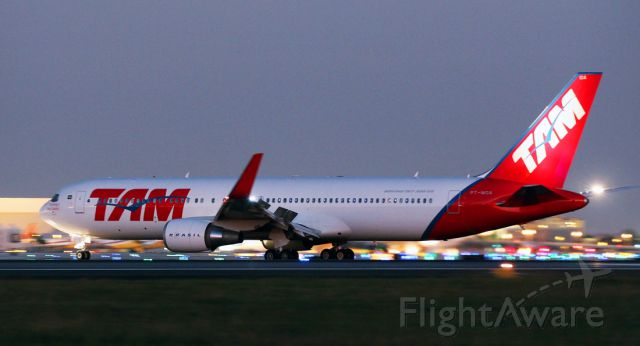 BOEING 767-300 (PT-MOA) - 11/14/2014