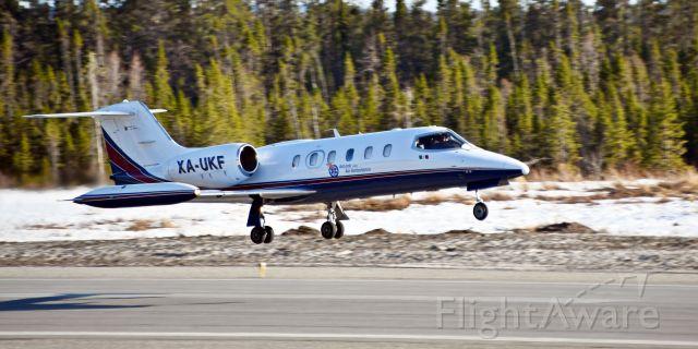 Learjet 35 (XA-UKF)
