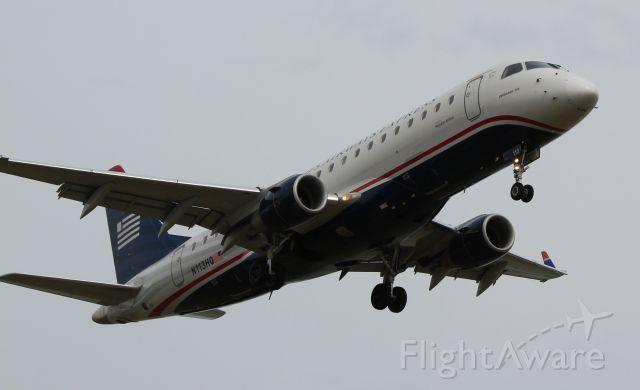 Embraer ERJ 175 (N113HQ)