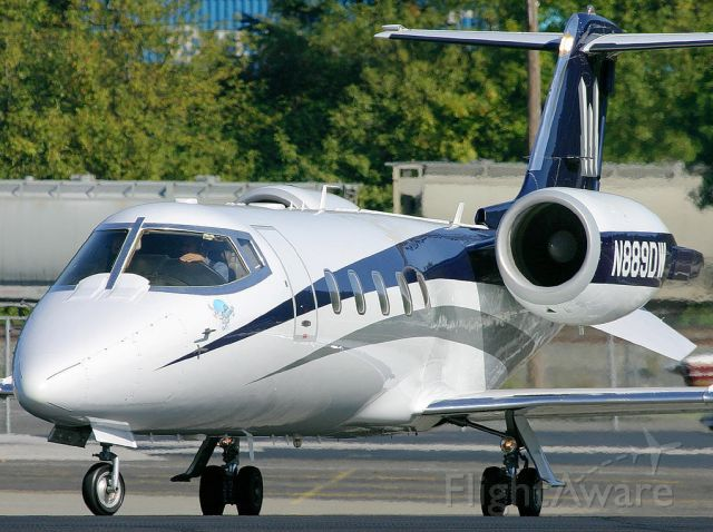 Learjet 60 (N889DW) - Learjet 60 moving into position and hold.