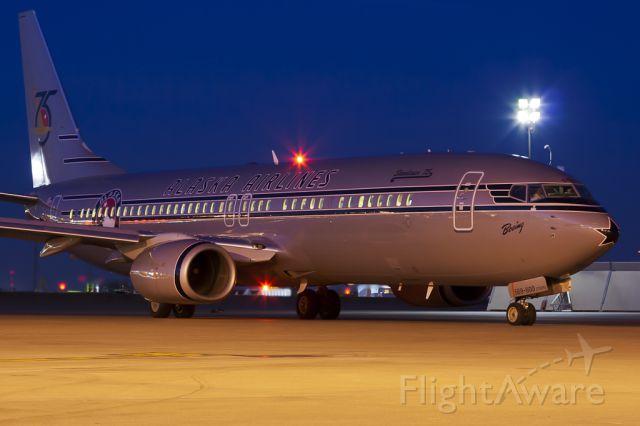 Boeing 737-800 (N569AS) - Mar. 1, 2011.