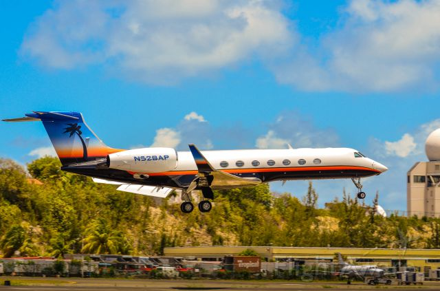 Gulfstream Aerospace Gulfstream V (N528AP) - Saw this beauty came in. (April 15, 2013)