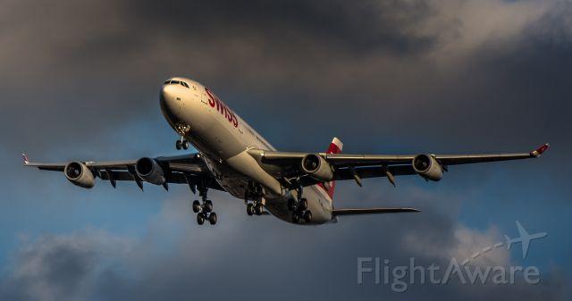 Airbus A340-300 (HB-JMA)