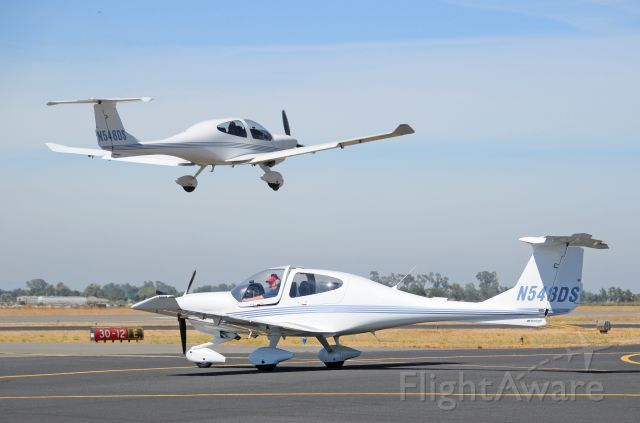 — — - 2001 DIAMOND AIRCRAFT DA 40 Diamond Star Taxing and taking-off from Merced Regional Airport