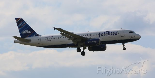 Airbus A320 (N639JB) - Jetblue A320 on final to Newark, 8/17/14.