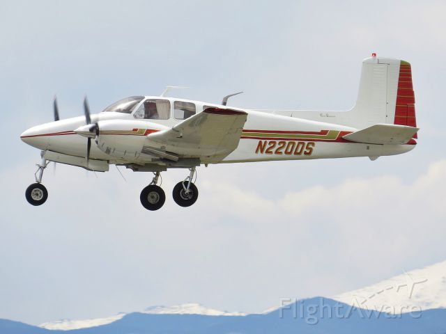 Beechcraft Twin Bonanza (N220DS)