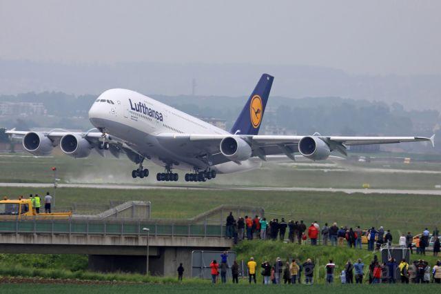 Airbus A380-800 (D-AIMA)