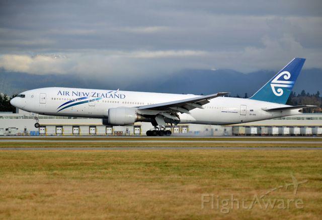 Boeing 777-200 (ZK-OKE)