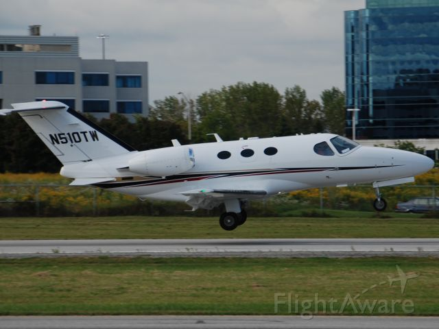 Cessna Citation Mustang (N510TW) - Tri-went Incs new Cessna Mustang registered yesterday, based in Knoxville TN, but visiting Torontos Buttonville Airport on this Mustangs first International flight. Sept 18/09  510-240