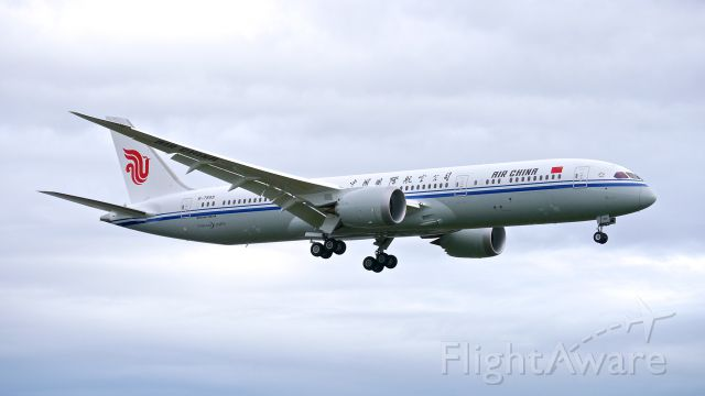 Boeing 787-9 Dreamliner (B-7899) - BOE53 on final to Rwy 16R to complete a B2 flight on 10/16/16. (ln 487 / cn 34311).