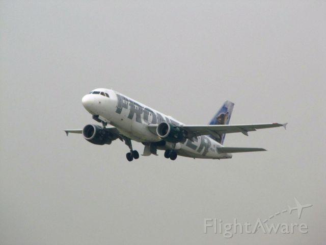 Airbus A320 (N933FR)