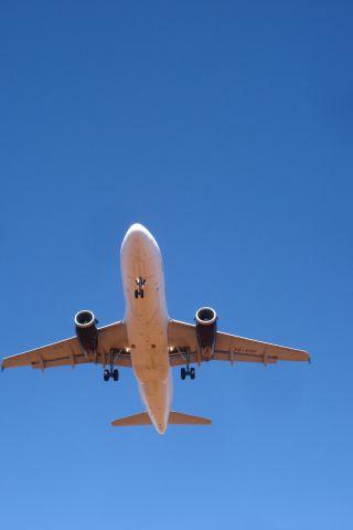 Airbus A320 (XA-VOH)