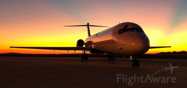 McDonnell Douglas MD-88 (N903DE) - Hands down one of the best sunset pics I've taken!  Loving the MD-88s while I can!