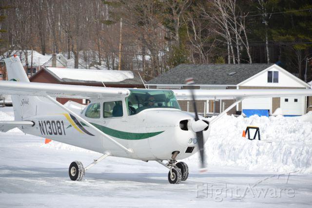 Cessna Skyhawk (N13081) - Ice runway