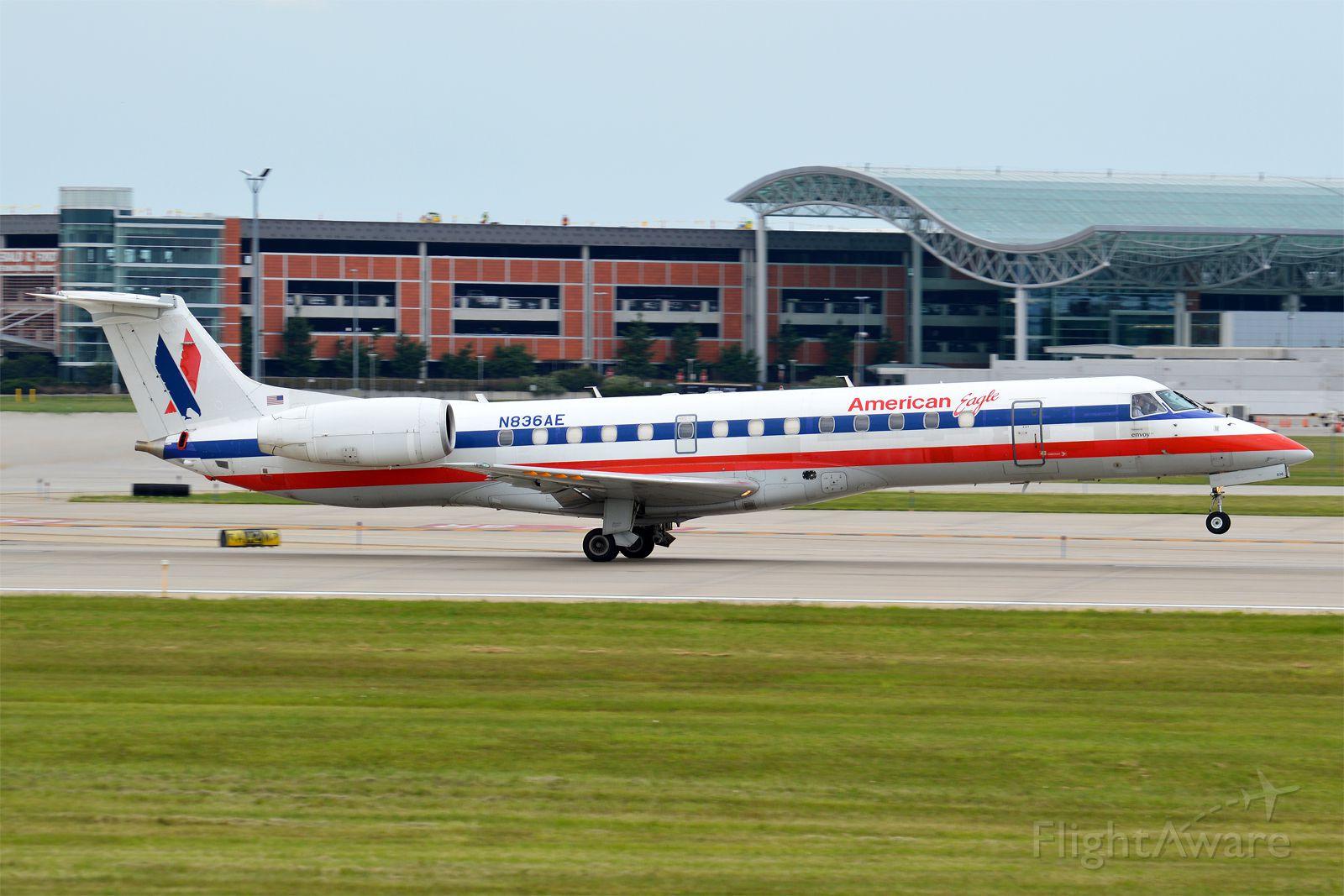 Embraer ERJ-135 (N836AE)