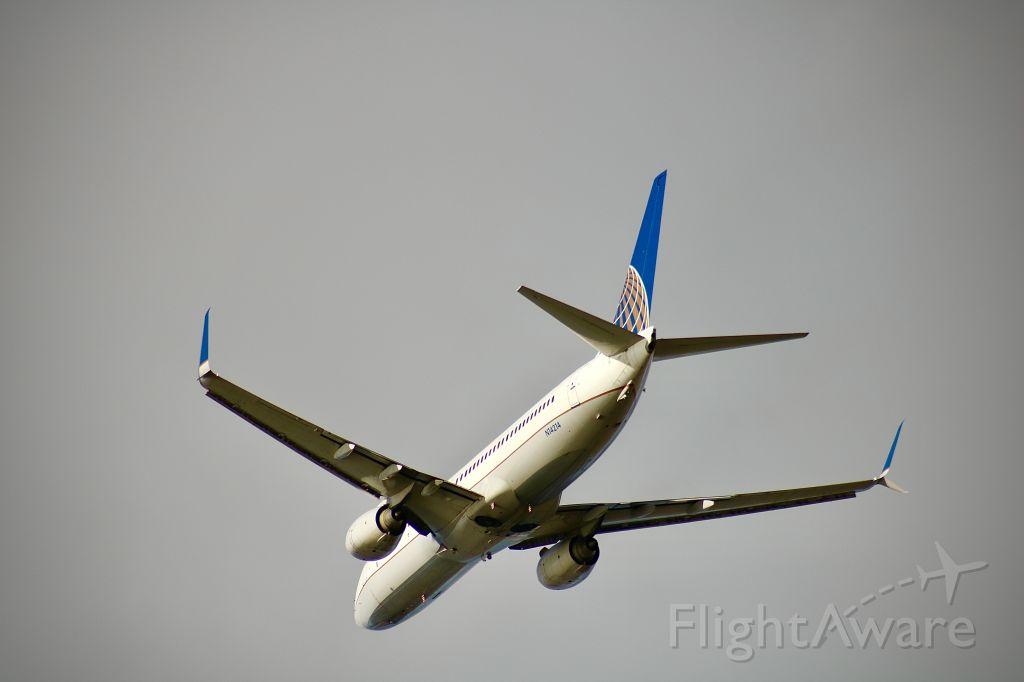 Boeing 737-800 (N14214)