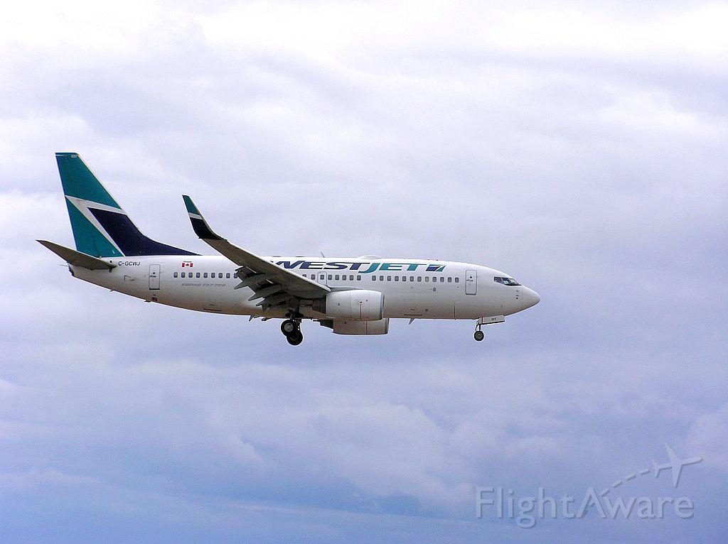 Boeing 737-700 (C-GCWJ) - Landing 06L - April 27, 2014