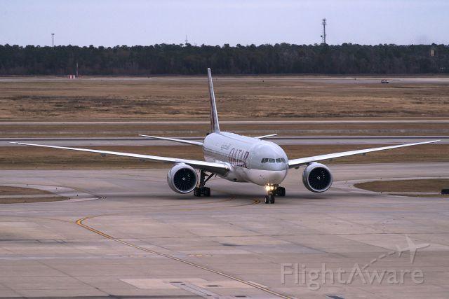 Boeing 777-200 (A7-BBH) - A7-BBH  Boeing  B777-2DZ[LR]  QTR  KIAH  20140104