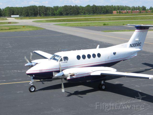 Beechcraft Super King Air 200 (N300WC)
