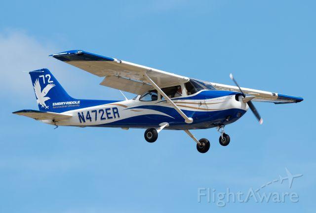 Cessna Skyhawk (N472ER)