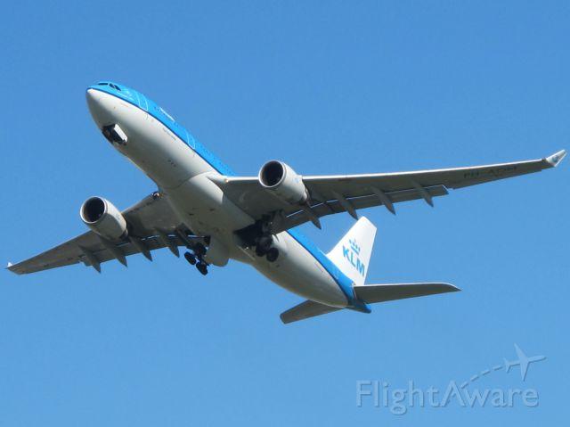 Airbus A330-200 (PH-AOM) - 20 March 2014