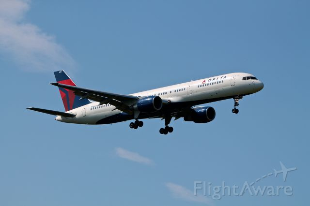 Boeing 757-200 (N668DN) - Delta Airlines N668DN seen here landing on 33L at BWI August 11, 2012.