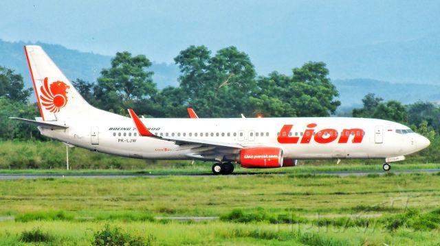 Boeing 737-800 (PK-LJW)