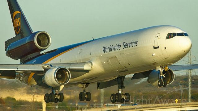 Boeing MD-11 (N270UP) - 22 approach just before sunset.<br />Jan. 3,2021