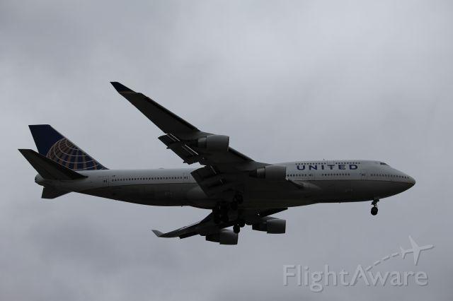 Boeing 747-400 (N179UA) - UAL882 landing on 28C from Narita.