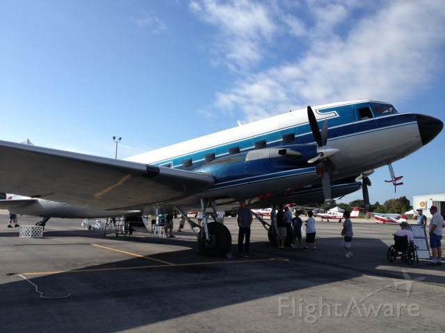 Douglas DC-3 (N500MF)