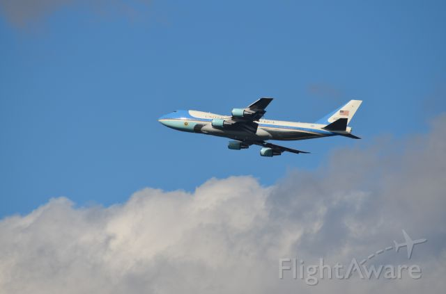 Boeing 747-200 (N28000) - Airforce One making touch and go at KPHF for practice runs.