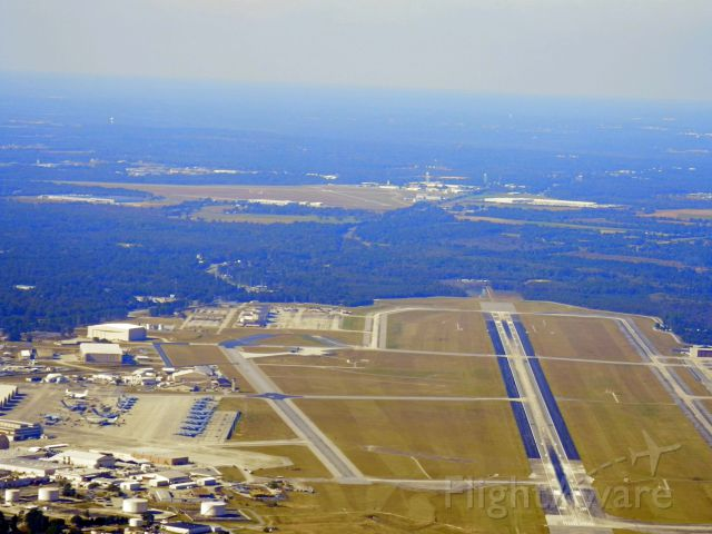 — — - SOUTH END OF ROBINS AFB WARNER ROBINS GA WITH MACON (KMCN)TO THE NORTH