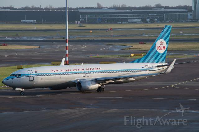 Boeing 737-800 (PH-BXA) - BXA in retro colours.