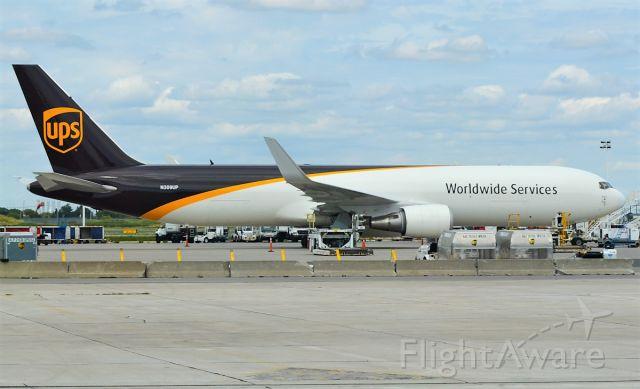 BOEING 767-300 (N309UP)