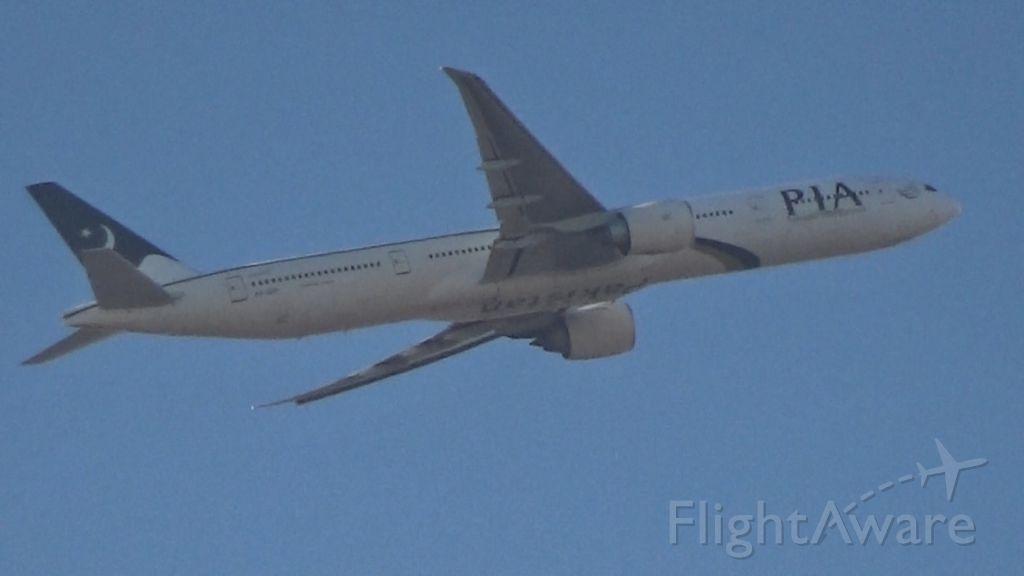 BOEING 777-300ER (AP-BID) - PIA
