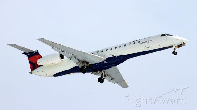 Embraer ERJ-145 (N269SK) - Chautauqua 6360 from Detroit on short final runway 24