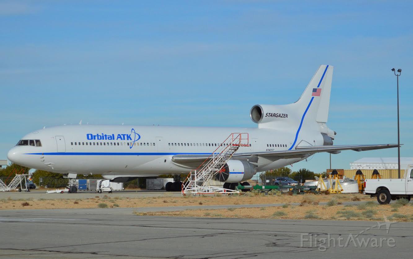 Lockheed L-1011 TriStar (N140SC)