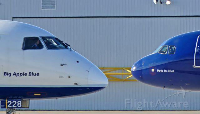 Airbus A320 (N775JB) - KFLL