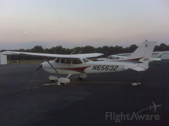 Cessna Skyhawk (N65632)