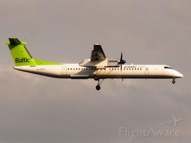 de Havilland Dash 8-400 (YL-BAJ)