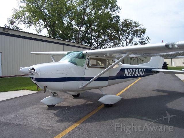 Cessna Skyhawk (N2795U)