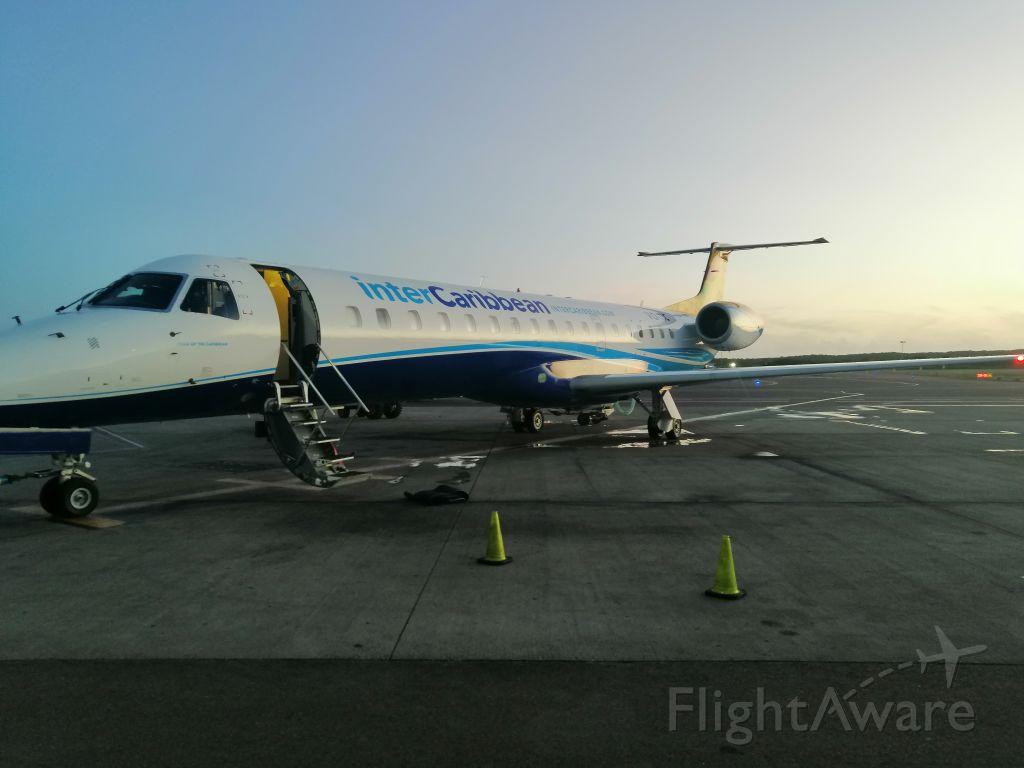 Embraer ERJ-145 (VQ-TIC) - Atardecer en la rampa del aeropuerto internacional de Providenciales, Islas Turcas y Caicos.